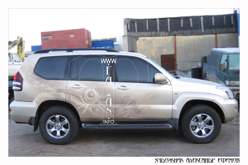 Аэрография на бежевом автомобиле Toyota Land Cruiser PRADO. Фото 12.