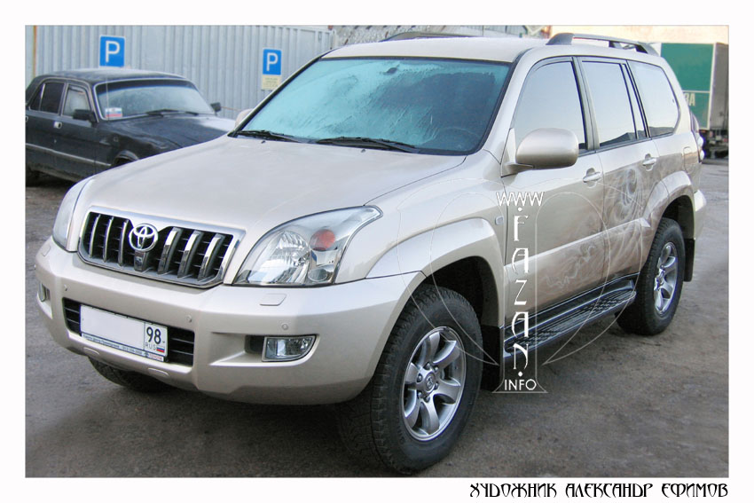 Аэрография на бежевом автомобиле Toyota Land Cruiser PRADO. Фото 01.