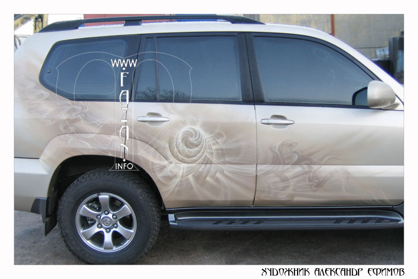 Аэрография на бежевом автомобиле Toyota Land Cruiser PRADO. Фото 13.