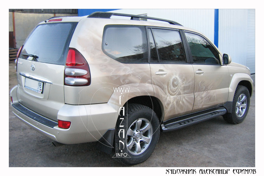 Аэрография на бежевом автомобиле Toyota Land Cruiser PRADO. Фото 18.