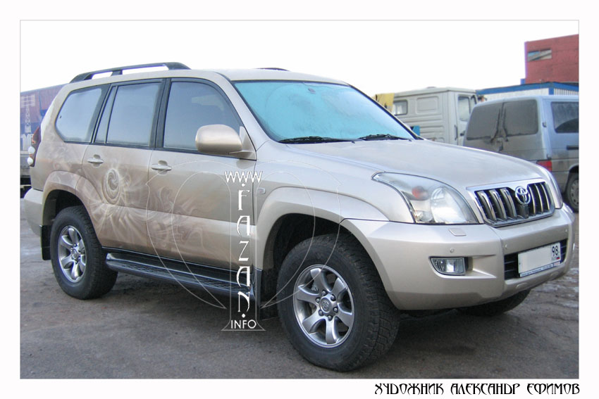 Аэрография на бежевом автомобиле Toyota Land Cruiser PRADO. Фото 10.